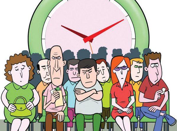 Pessoas esperando atendimento